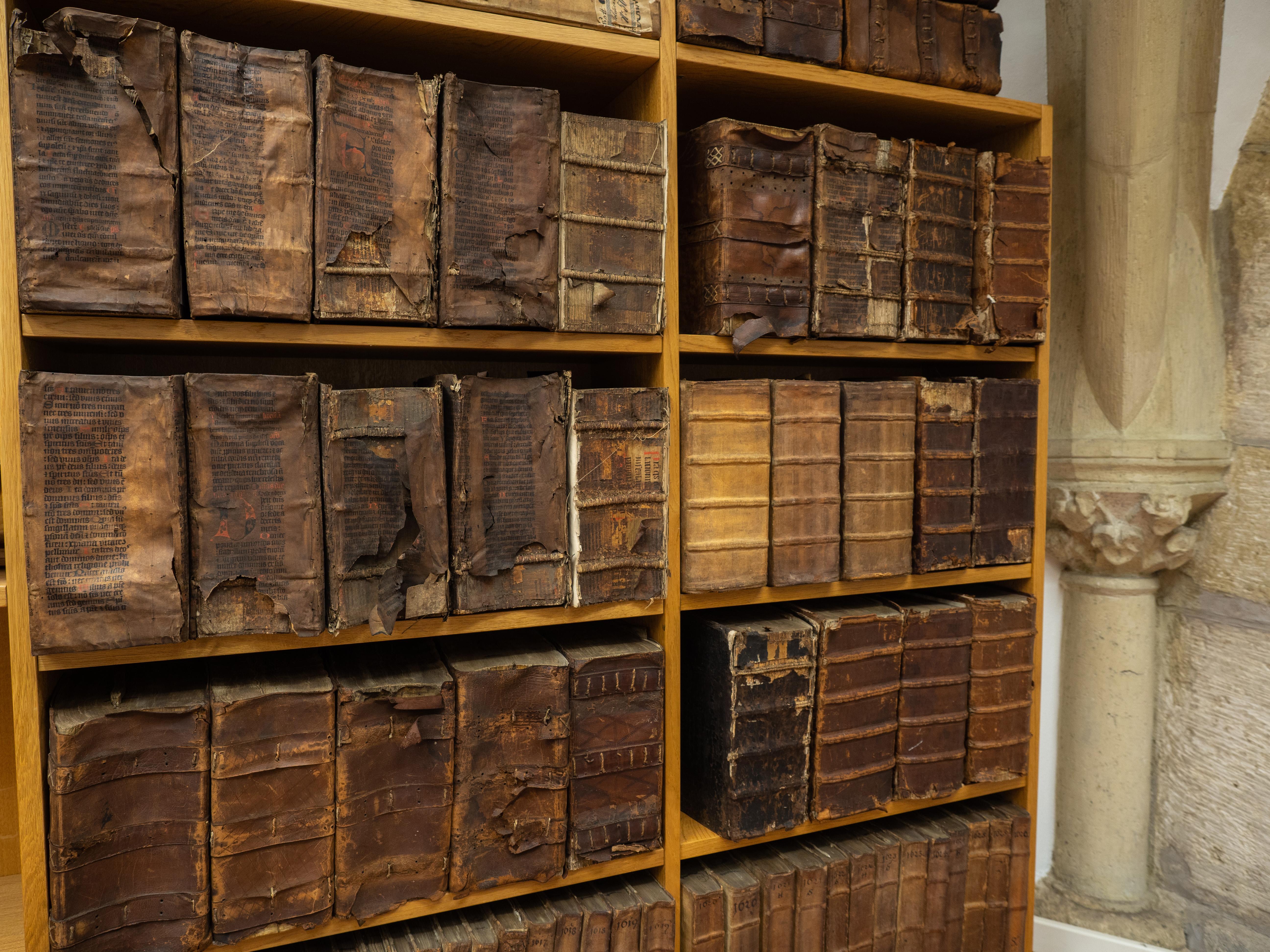 Blick ins Archiv mit alten Rechnungsbüchern